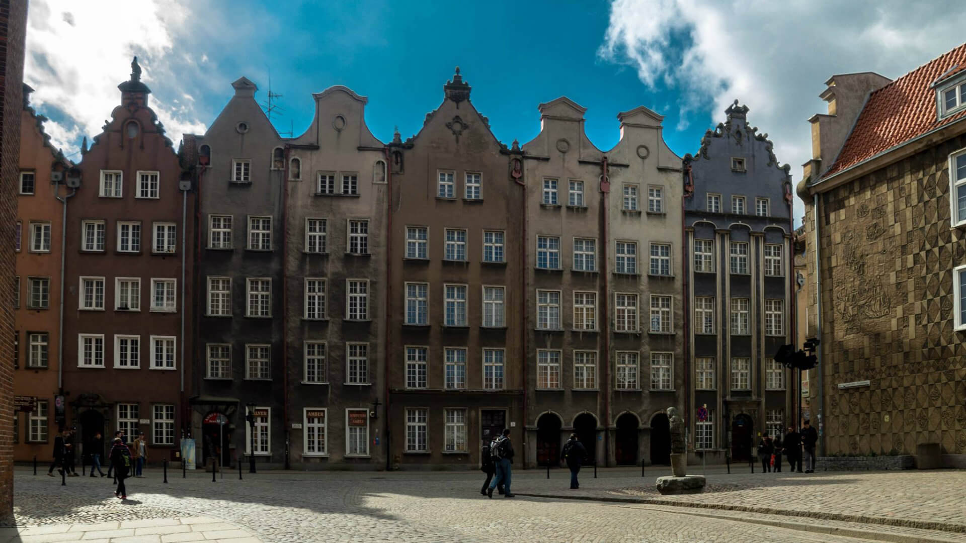 "Photograph taken by <a href=""https://www.facebook.com/luciansorin.g/"">Sorin Lucian</a> - Merchants houses at Long Market Street (Długi Targ) in Old Town."