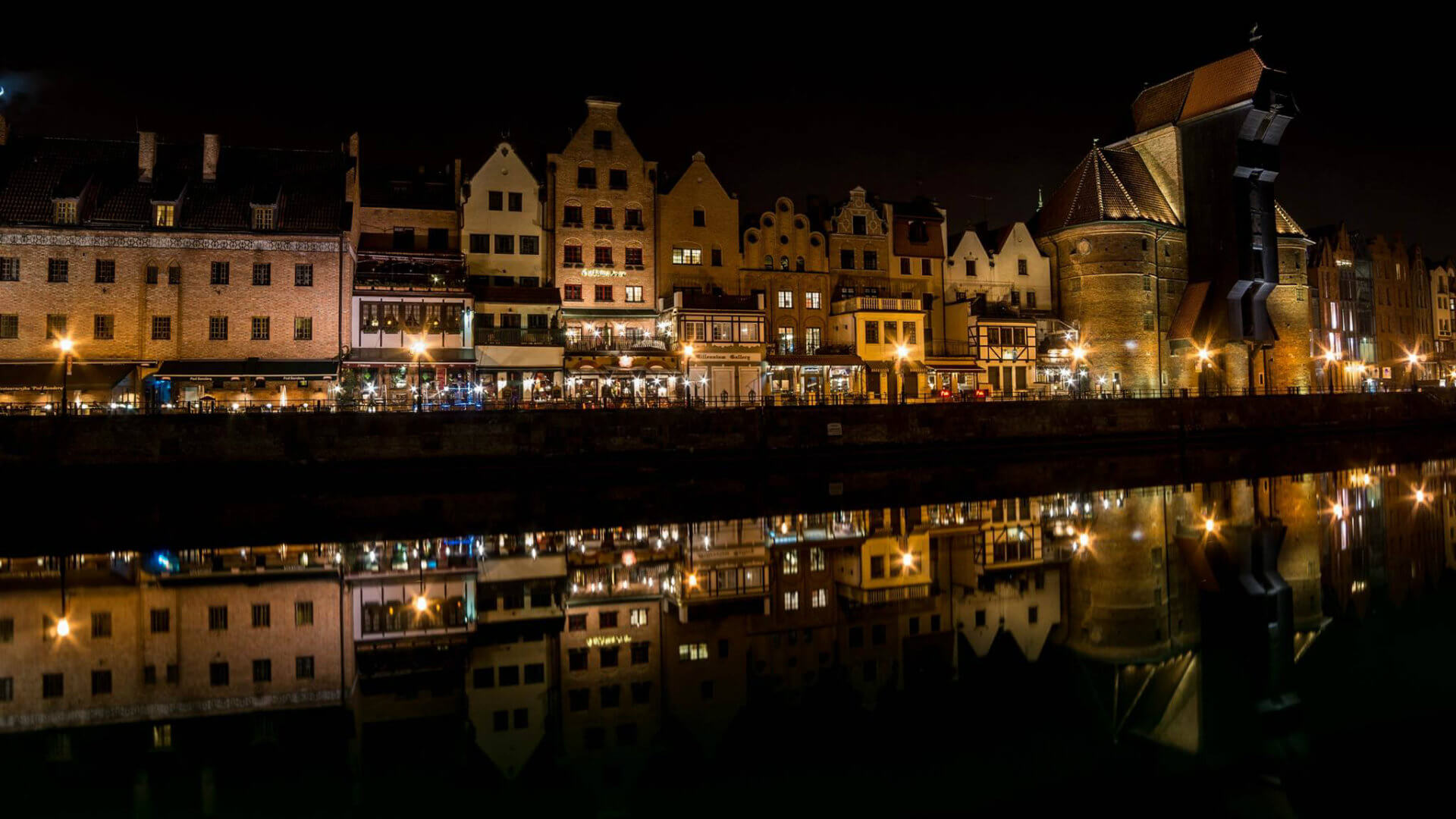 Photograph taken by Sorin Lucian - View on Merchants houses and the crane from the other side of Motława river in Old Town by night.