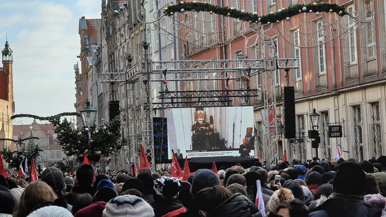Funeral Paweł Adamowicz, big screens along the Long Market leading to the Maria Cathedral